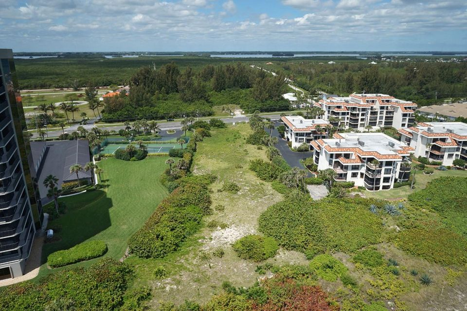Additional photo for property listing at 4002 N Hwy A1A 4002 N Hwy A1A Fort Pierce, Florida 34949 United States
