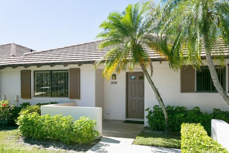 Palm Beach Gardens FL 33418 is listed for sale as MLS Listing RX-10405860 10 photos