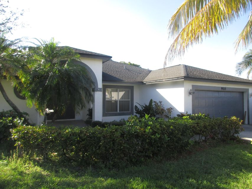 910 Nw 38th TERRACE