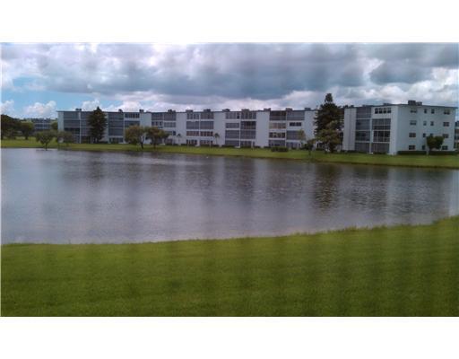 Condominium for Rent at 2095 Cornwall E # 2095 E 2095 Cornwall E # 2095 E Boca Raton, Florida 33434 United States