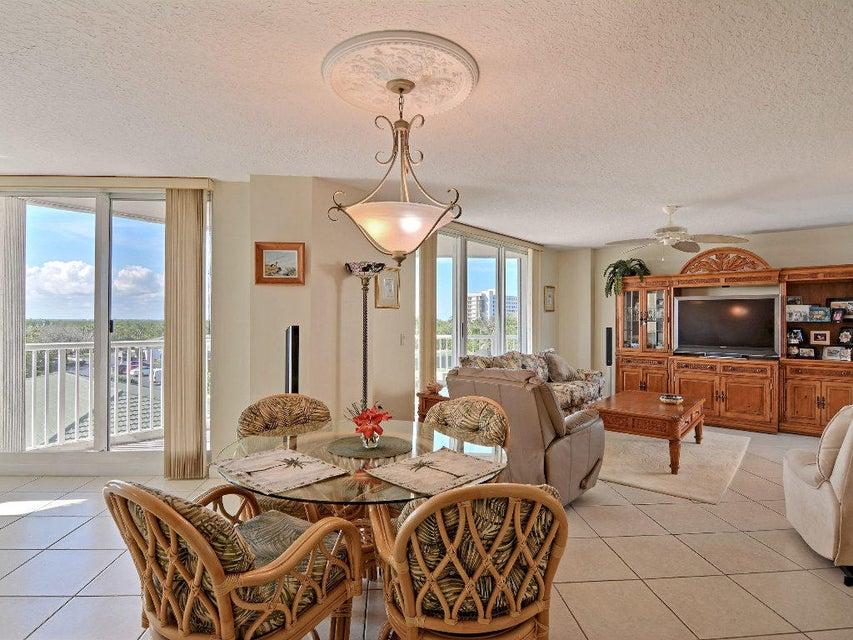 共管式独立产权公寓 为 销售 在 5049 N A1a # 305 5049 N A1a # 305 哈钦森岛, 佛罗里达州 34949 美国