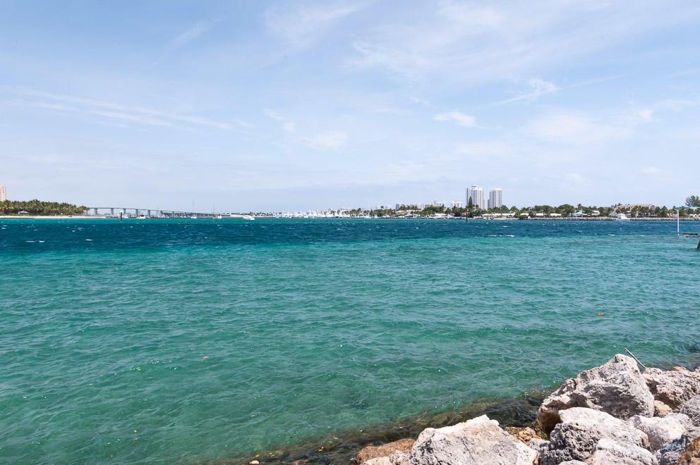 Частный односемейный дом для того Продажа на Na Indian Road Na Indian Road Palm Beach, Флорида 33480 Соединенные Штаты