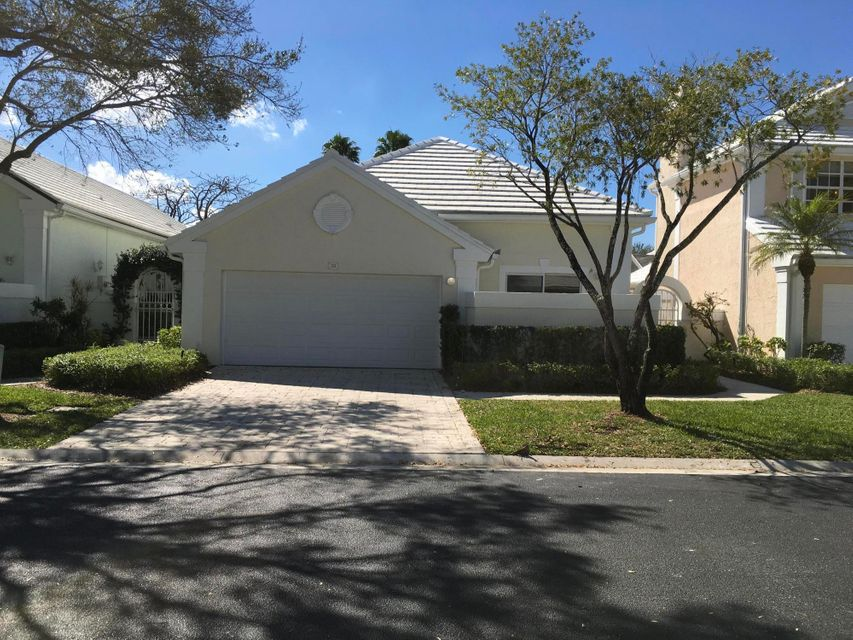 13 Brighton Court , Palm Beach Gardens FL 33418 is listed for sale as MLS Listing RX-10406782 10 photos