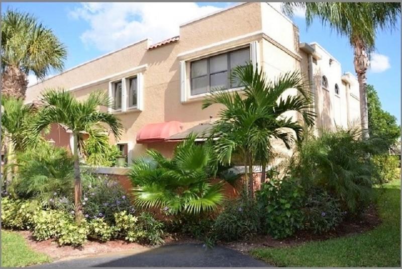 Home for sale in Uno Lago, Ocean Trace Juno Beach Florida