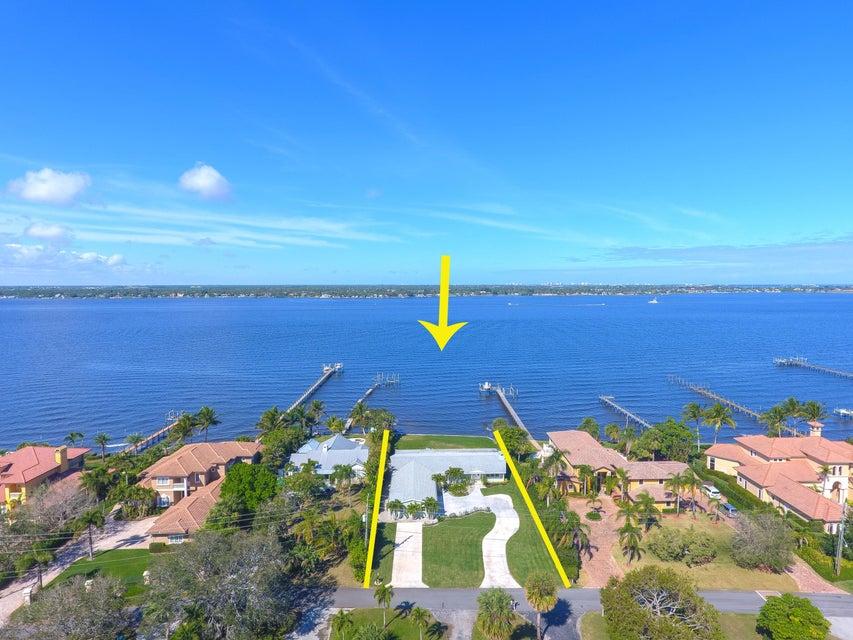 Частный односемейный дом для того Продажа на 719 SE Riverside Drive 719 SE Riverside Drive Stuart, Флорида 34994 Соединенные Штаты