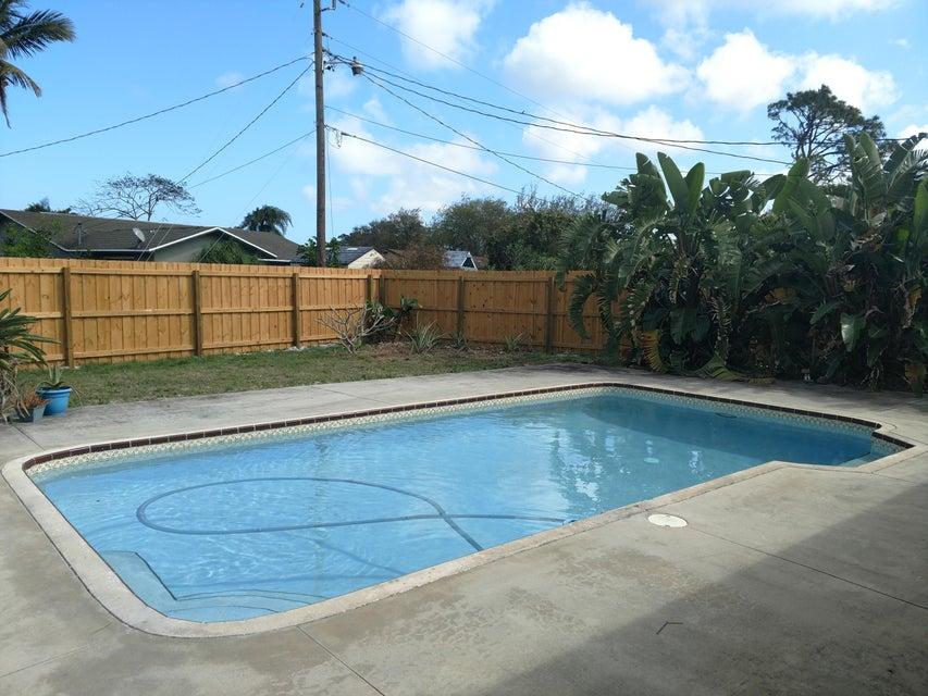 独户住宅 为 销售 在 182 NE Greenbrier Avenue 182 NE Greenbrier Avenue 圣露西港, 佛罗里达州 34983 美国