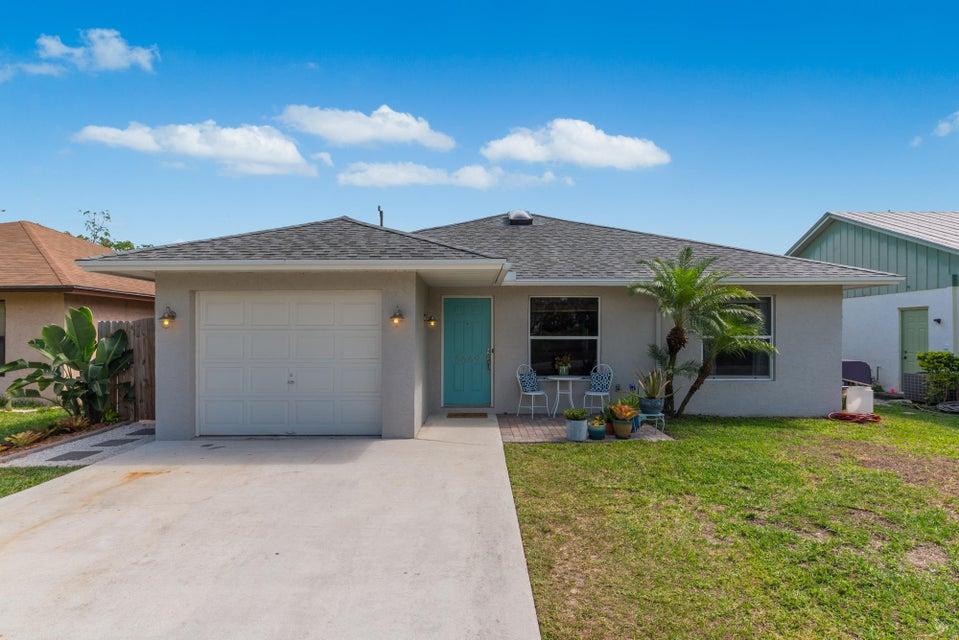 独户住宅 为 销售 在 5669 SE Katharine Avenue 5669 SE Katharine Avenue 斯图尔特, 佛罗里达州 34997 美国