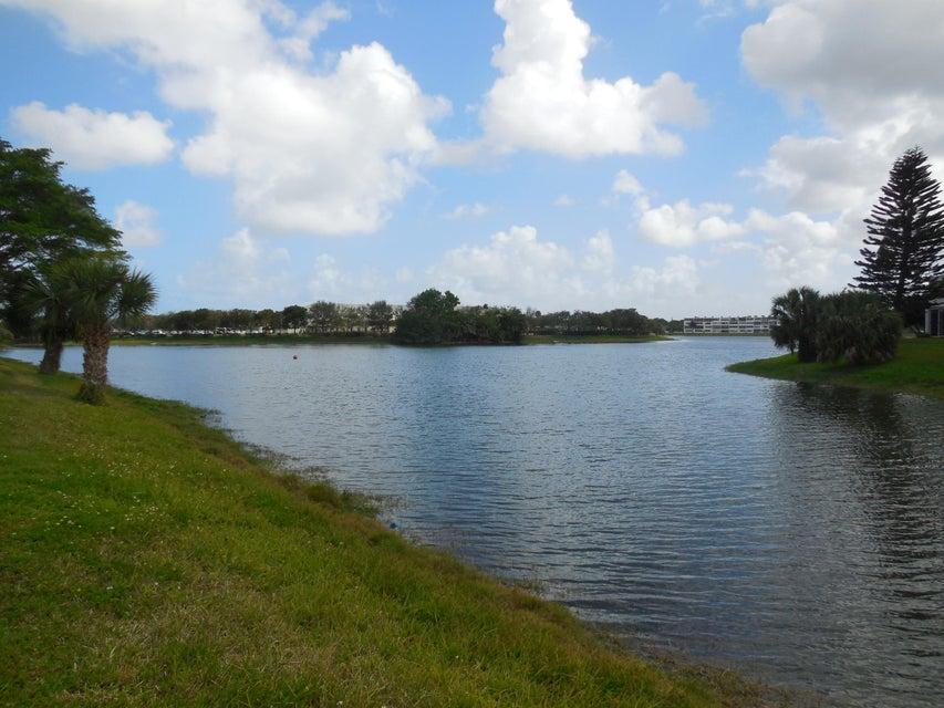 Condominium for Sale at 342 Chatham Q 342 Chatham Q West Palm Beach, Florida 33417 United States