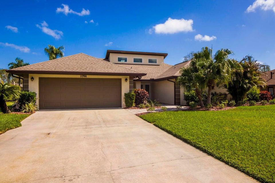 Частный односемейный дом для того Продажа на 2298 Woodlawn Circle 2298 Woodlawn Circle Melbourne, Флорида 32934 Соединенные Штаты