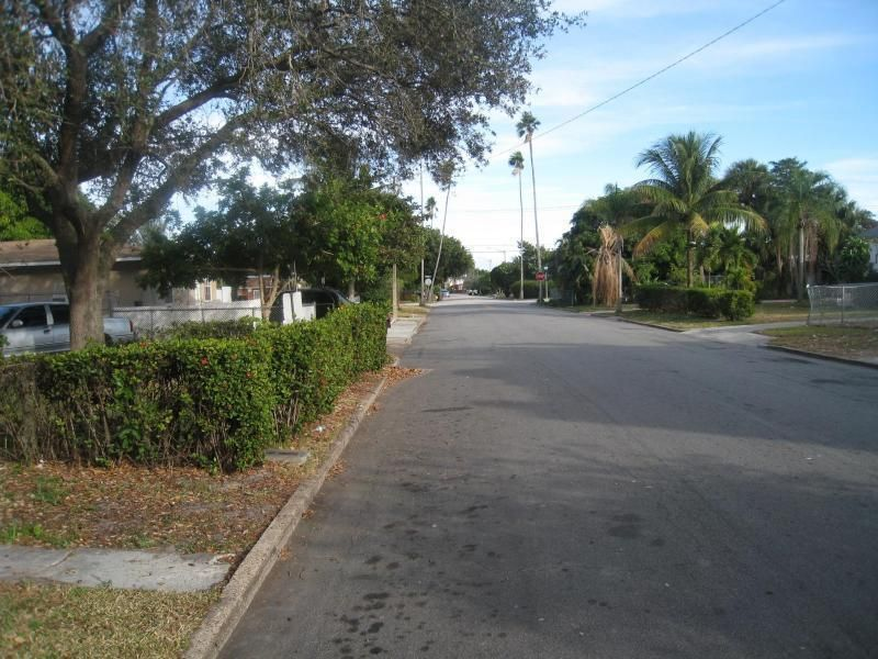 Apartment for Rent at 521 44th Street 521 44th Street West Palm Beach, Florida 33407 United States