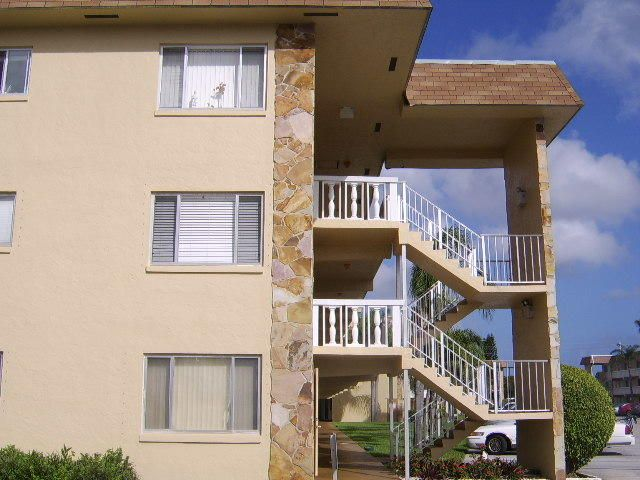 Condominium for Rent at 600 Village Green Court # 305 600 Village Green Court # 305 Palm Springs, Florida 33461 United States