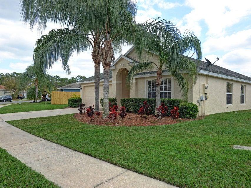 Single Family Home for Sale at 4638 Paladin Circle 4638 Paladin Circle Vero Beach, Florida 32967 United States