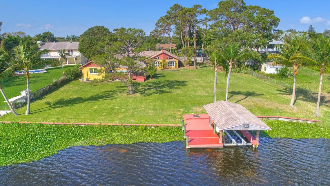6860 Eastview Drive  Lake Worth, FL 33462