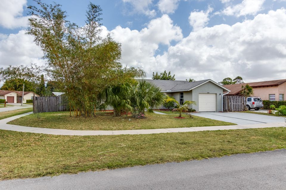 1068 Concert Way Royal Palm Beach, FL 33411 photo 2
