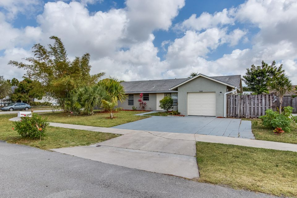 1068 Concert Way Royal Palm Beach, FL 33411 photo 3