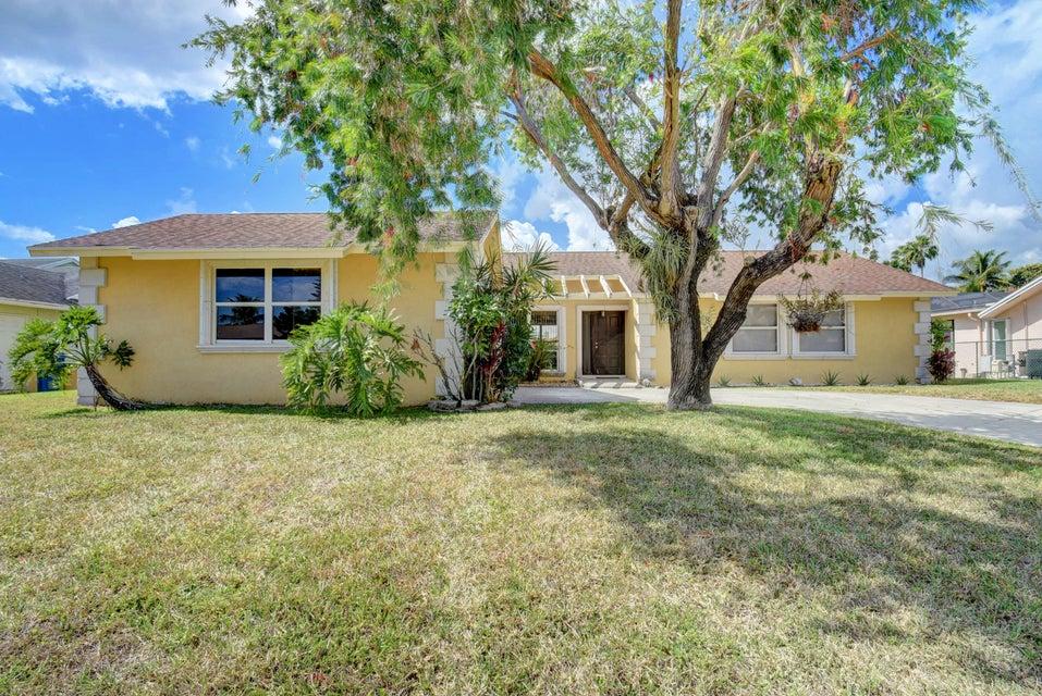 Single Family Home for Sale at 132 Martin Circle 132 Martin Circle Royal Palm Beach, Florida 33411 United States