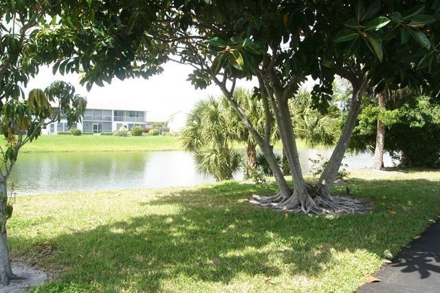 22 Golfs Edge E  West Palm Beach FL 33417