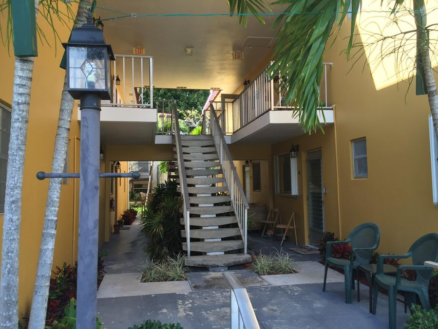 Condominium for Rent at 211 Lake Avenue # 4 211 Lake Avenue # 4 Lake Worth, Florida 33460 United States