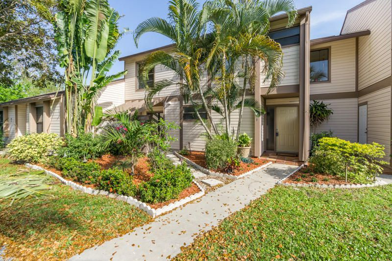 126 Sherwood Circle 12b  Jupiter FL 33458