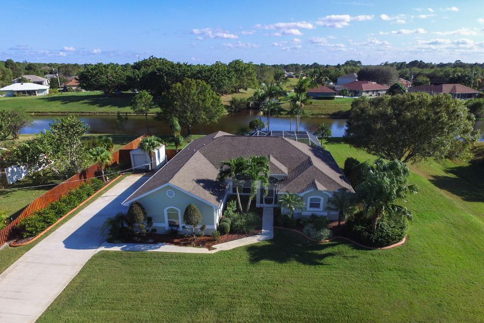 Single Family Home for Sale at 139 SW Gettysburg Drive 139 SW Gettysburg Drive Port St. Lucie, Florida 34953 United States