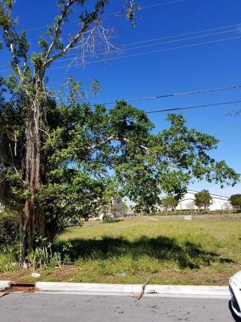. W 20th Street  Riviera Beach FL 33404