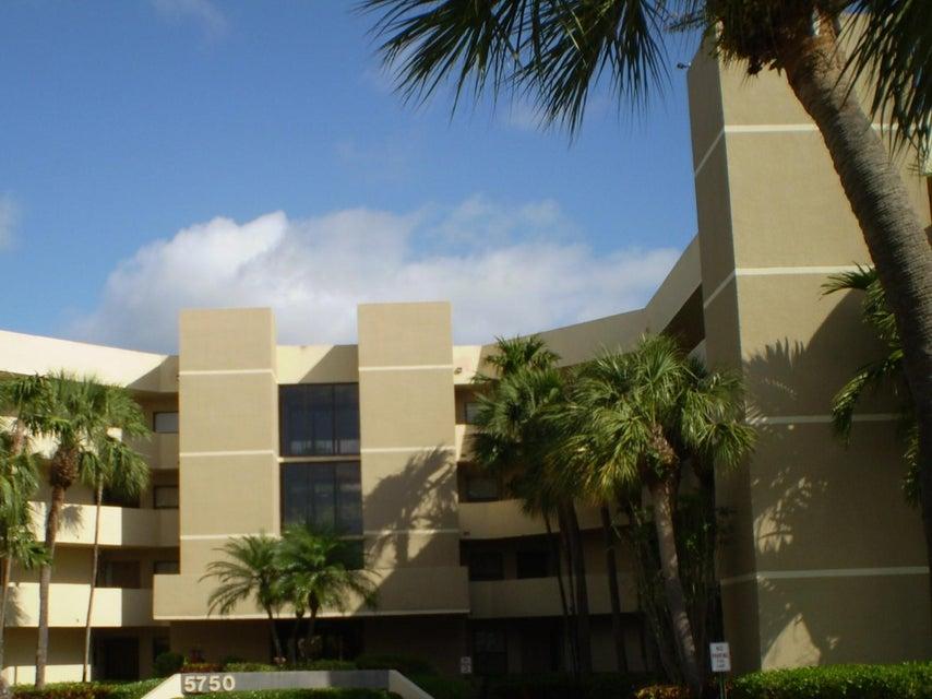 5750 Camino Del Sol 403  Boca Raton FL 33433
