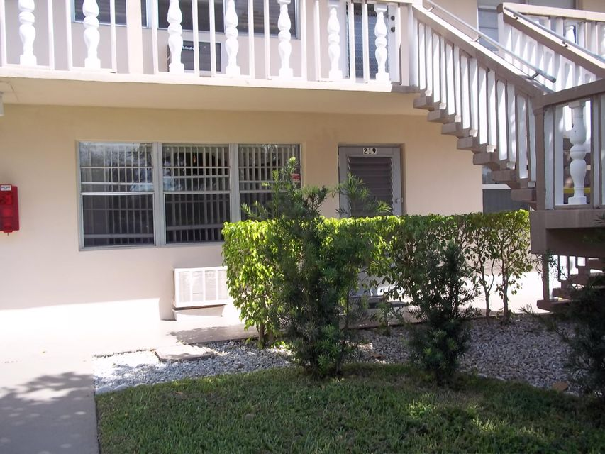 Condominium for Rent at 219 Canterbury J 219 Canterbury J West Palm Beach, Florida 33417 United States