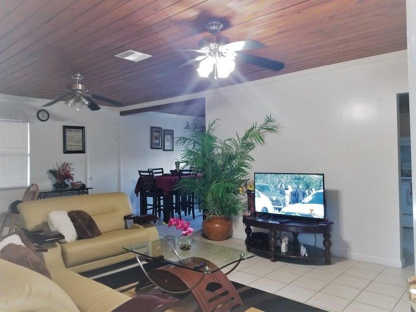 4723 Cole Street  West Palm Beach, FL 33417