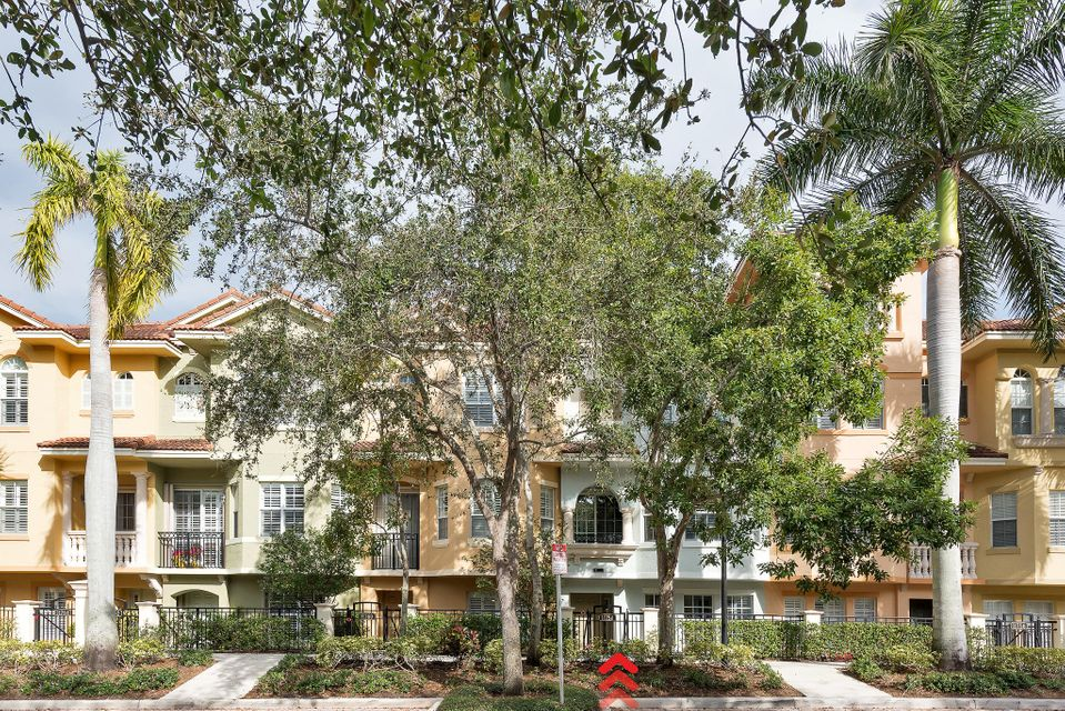 11758 Valencia Gardens Ave , Palm Beach Gardens FL 33410 is listed for sale as MLS Listing RX-10412607 24 photos