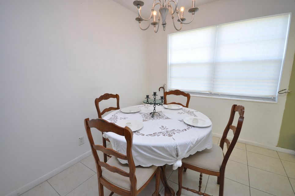 416 Chatham T West Palm Beach, FL 33417 photo 4