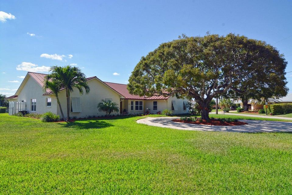 独户住宅 为 销售 在 1261 Gulfstream Way 1261 Gulfstream Way Riviera Beach, 佛罗里达州 33404 美国