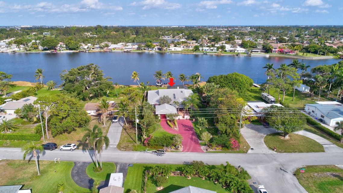 6760 Eastview Drive  Lake Worth, FL 33462