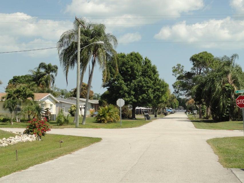Additional photo for property listing at 1868 SE Monroe Street 1868 SE Monroe Street Stuart, Florida 34997 United States