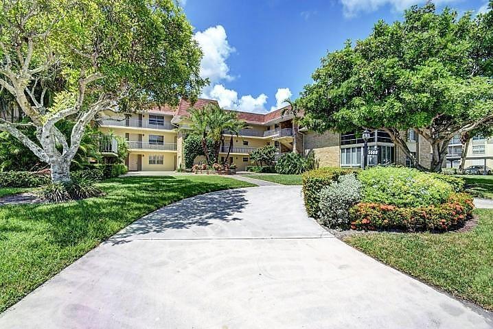 Home for sale in TAMBERLANE 5 CONDO Palm Beach Gardens Florida