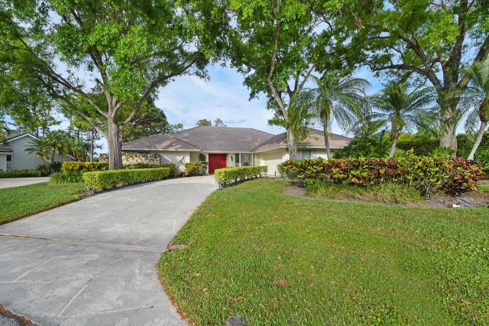 21 Cambria Road , Palm Beach Gardens FL 33418 is listed for sale as MLS Listing RX-10412503 49 photos