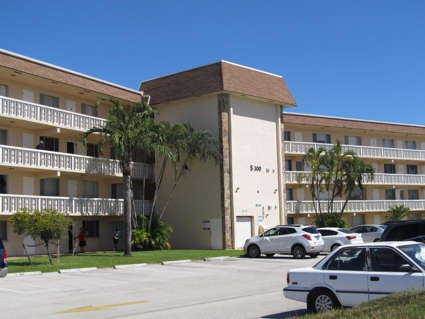 Condominium for Rent at 300 Village Green Circle # 218 300 Village Green Circle # 218 Palm Springs, Florida 33461 United States