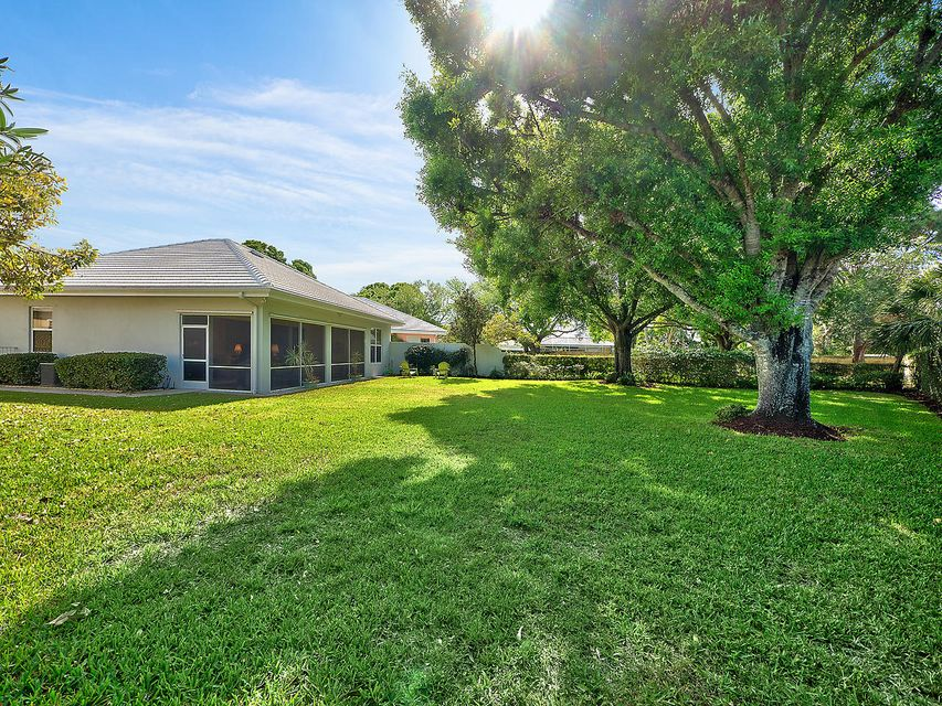 8668 Doverbrook Drive , Palm Beach Gardens FL 33410 is listed for sale as MLS Listing RX-10412670 16 photos