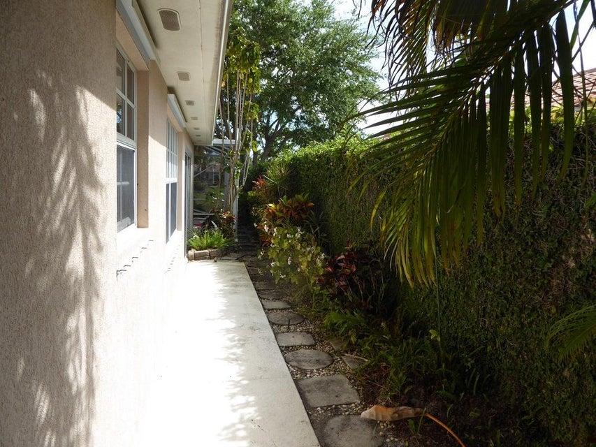 7840 Nile River Road West Palm Beach, FL 33411 photo 2