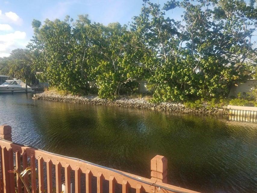 23 Teach Road  Palm Beach Gardens FL 33410