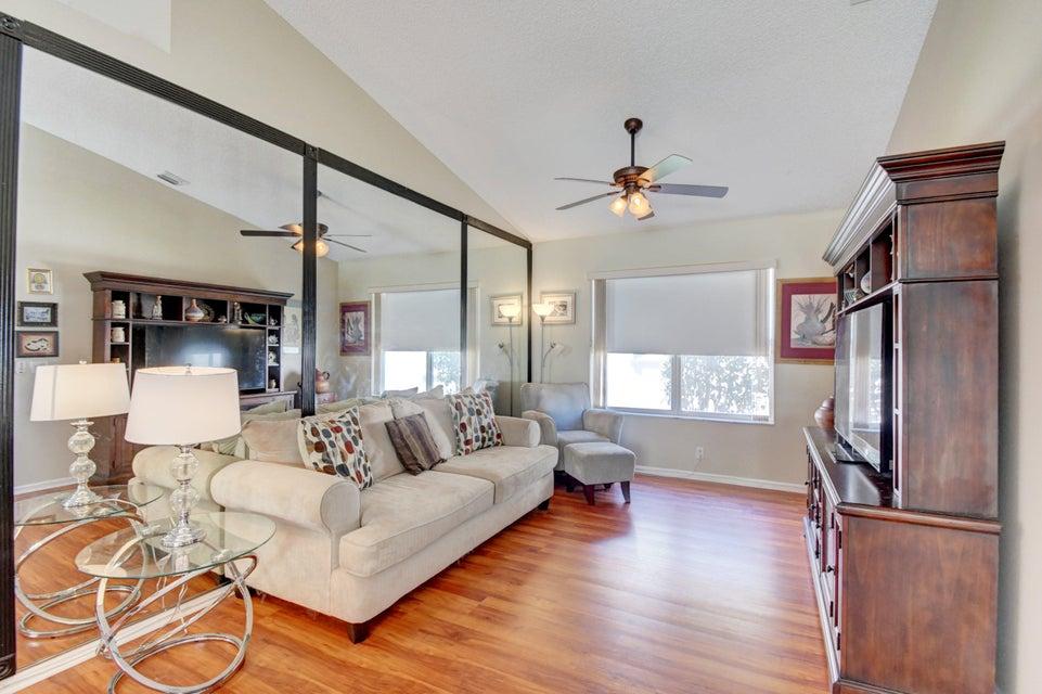 9541 Cherry Blossom Terrace Boynton Beach, FL 33437 - photo 10