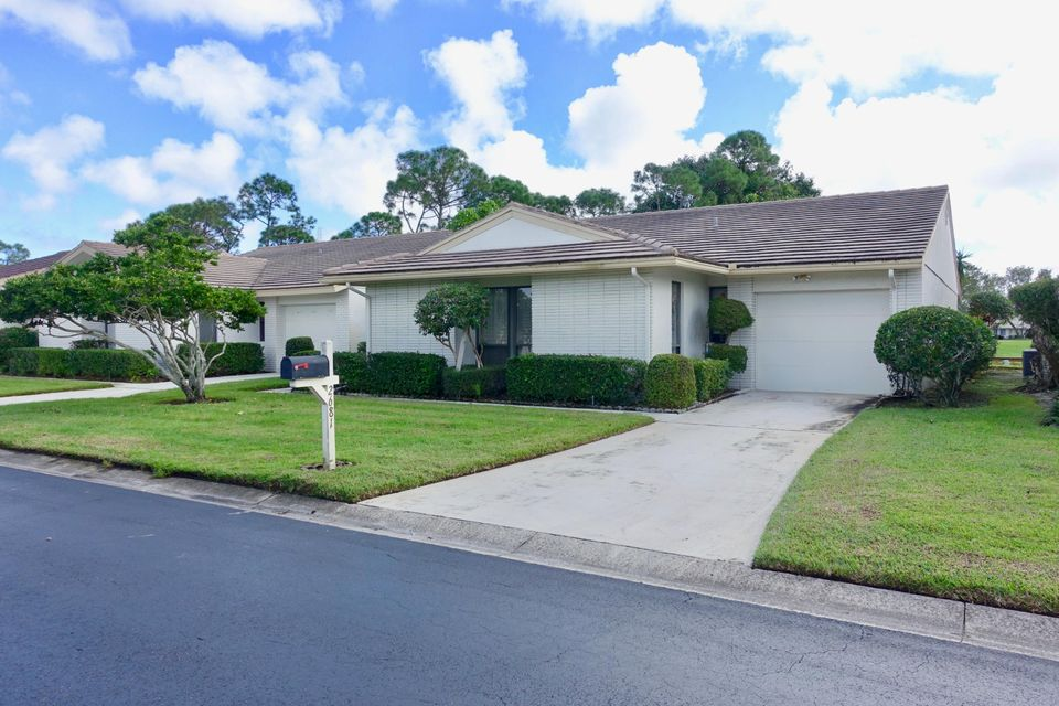 Single Family Home for Sale at 2681 SW Egret Pond Circle 2681 SW Egret Pond Circle Palm City, Florida 34990 United States
