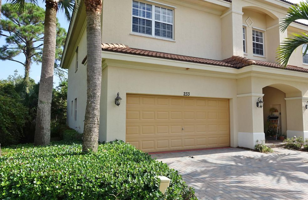 Townhouse for Sale at 233 SW Otter Run Place 233 SW Otter Run Place Stuart, Florida 34997 United States