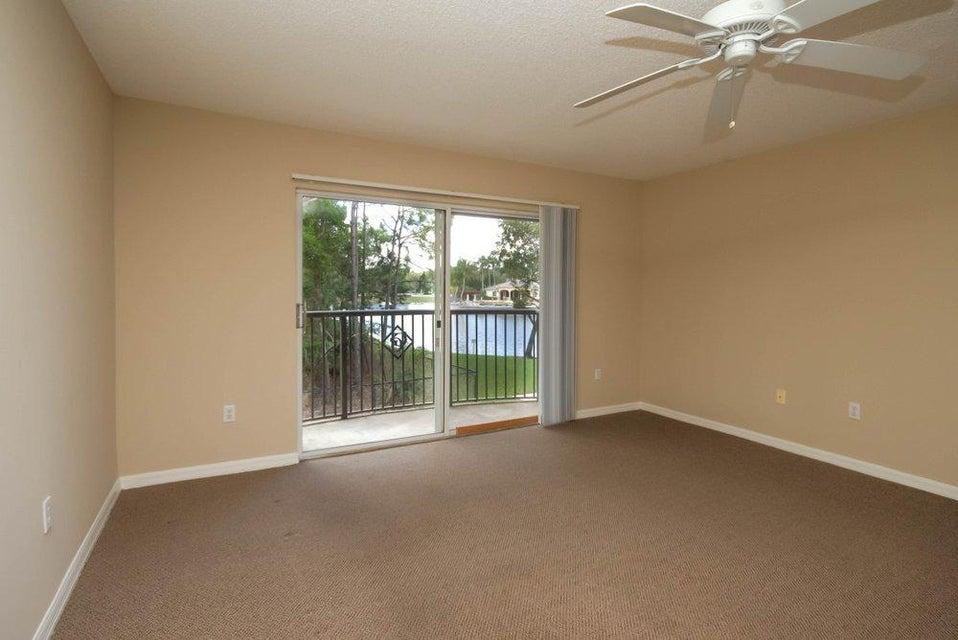 1000 Crestwood Court 1015 Royal Palm Beach, FL 33411 photo 4
