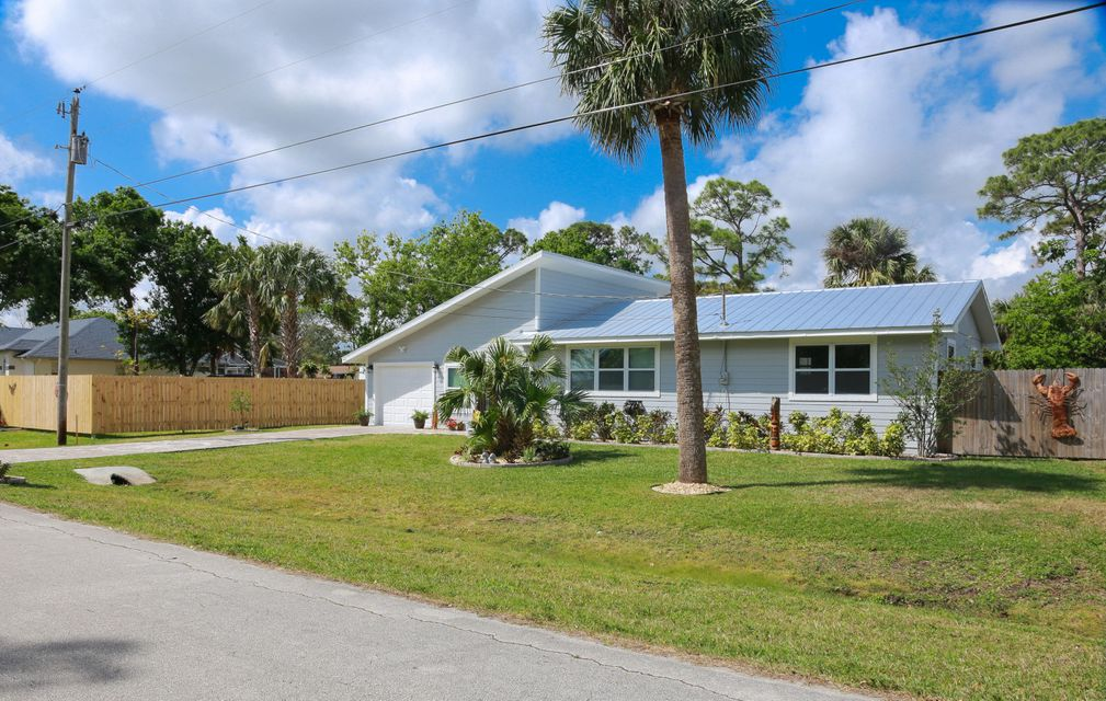 Single Family Home for Sale at 5205 Hickory Drive 5205 Hickory Drive Fort Pierce, Florida 34982 United States