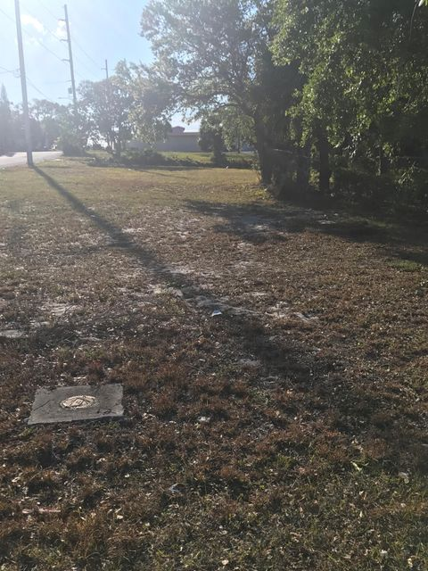 Land for Sale at 601 N Us Highway 1 601 N Us Highway 1 Fort Pierce, Florida 34950 United States