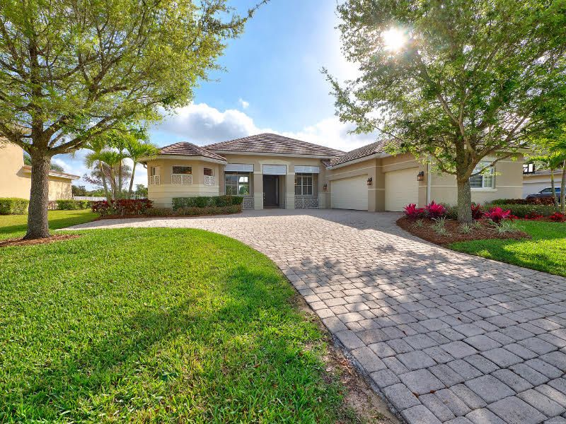 Single Family Home for Sale at 719 SW River Bend Circle 719 SW River Bend Circle Stuart, Florida 34997 United States