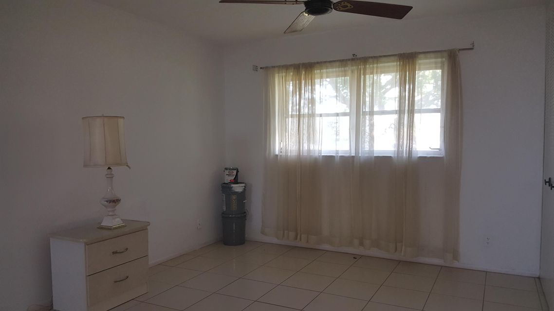 Additional photo for property listing at 5083 Cresthaven Boulevard 5083 Cresthaven Boulevard West Palm Beach, Florida 33415 United States