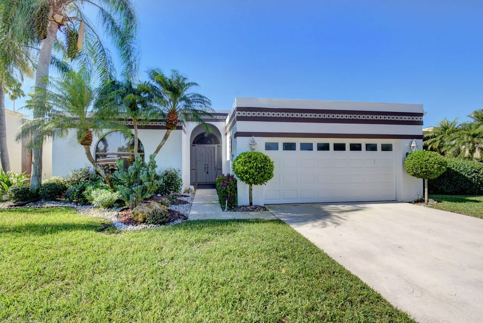 Home for sale in Atriums Lake Worth Florida