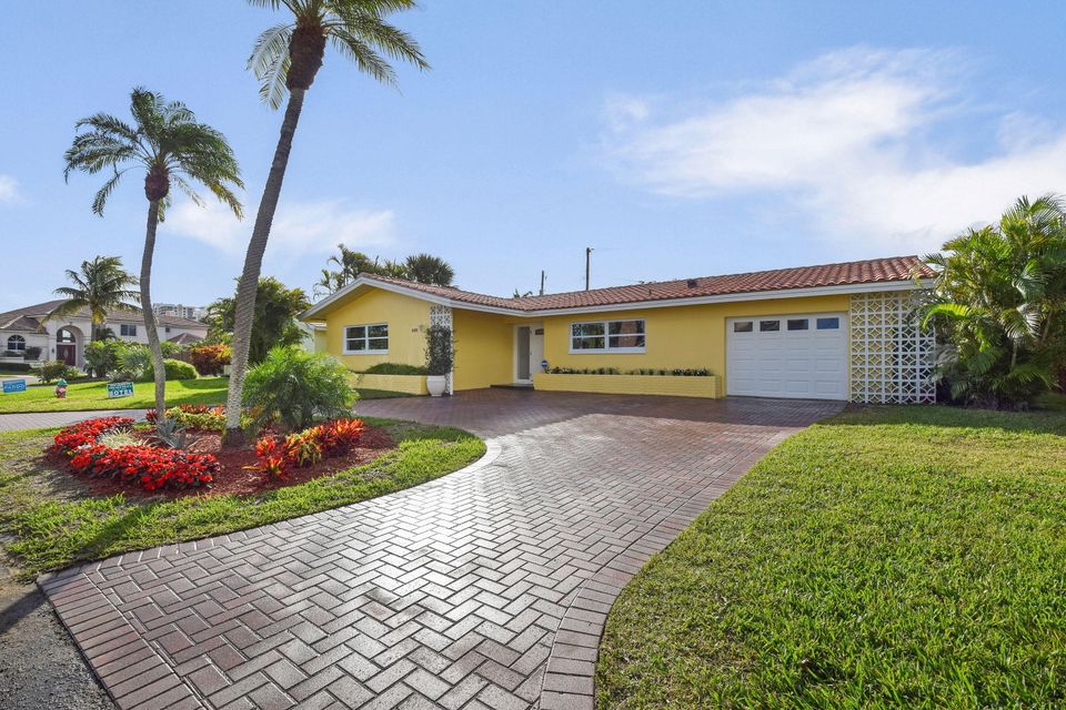 YACHT HARBOR MANOR home on 1111  Powell Dr