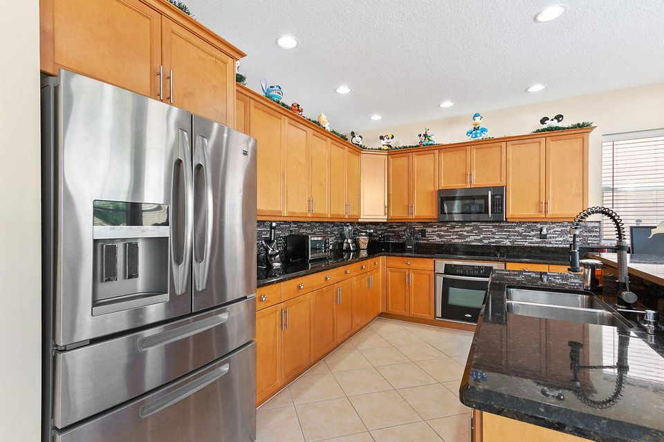 9039 Dupont Place Wellington, FL 33414 photo 2